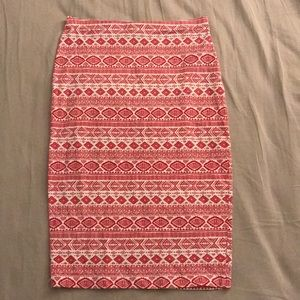 Red and white patterned pencil skirt